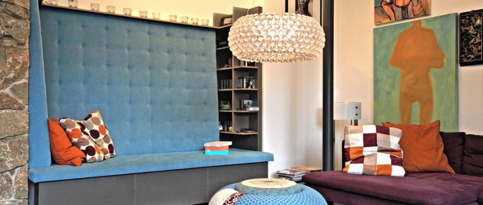 GastroArchitektur_blaueLoungeEcke-940x400.jpg